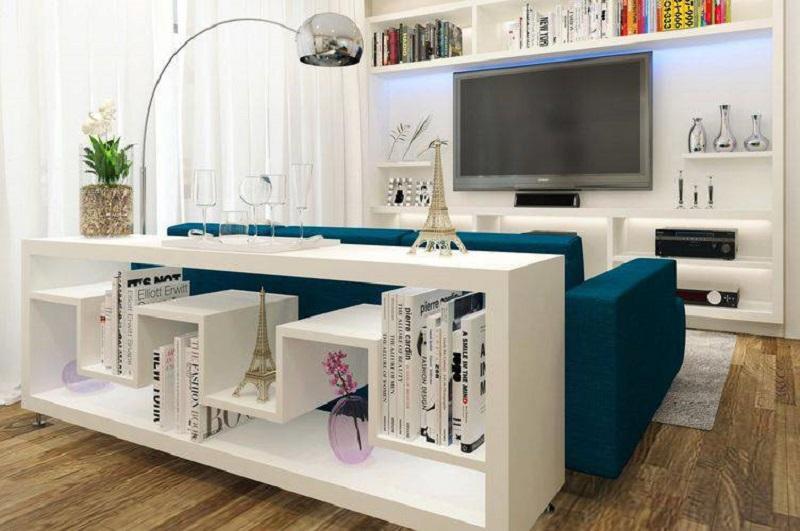 Sofá colorido numa sala branca deixa o ambiente mais divertido