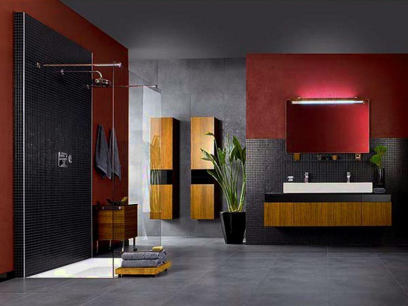 Banheiro moderno com armário aéreo
