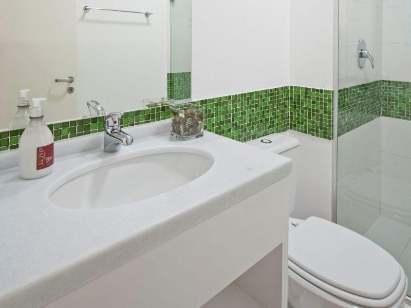 Banheiros Revestidos Simples : Banheiros decorados com faixas para se inspirar