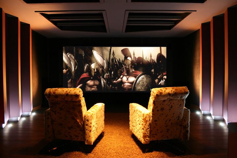 Cinema residencial com poltronas
