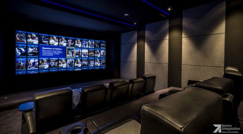 Sala espaçosa de cinema em casa