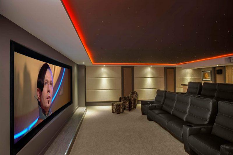 Sala de Cinema em casa com vários assentos