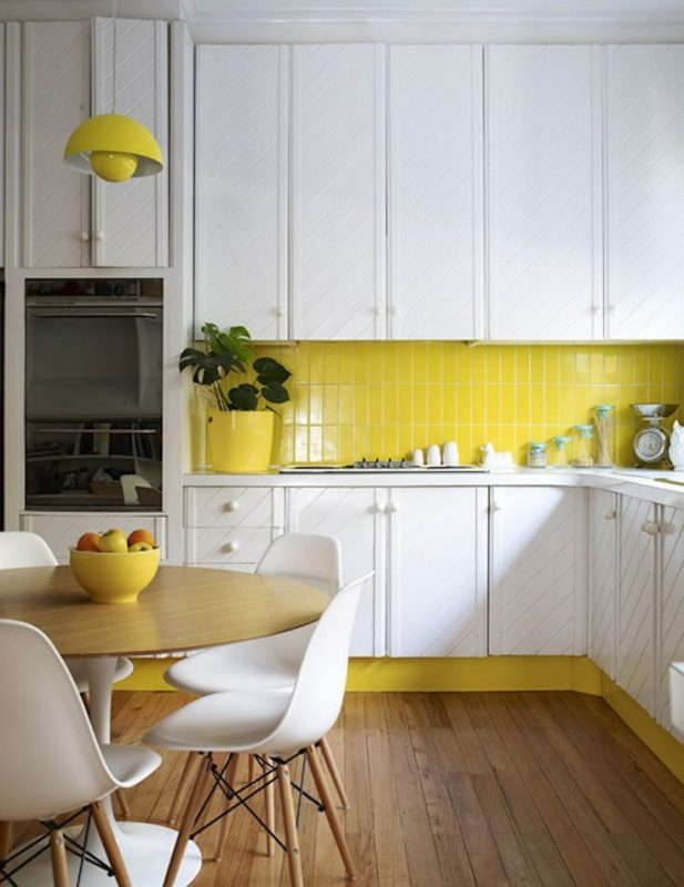 cozinha com detalhe amarelo