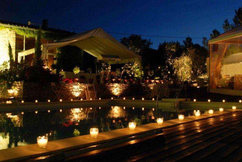 Decoração de Luau à luz e velas