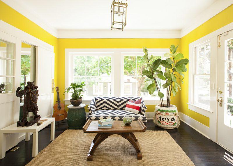 parede amarela, preta e branca