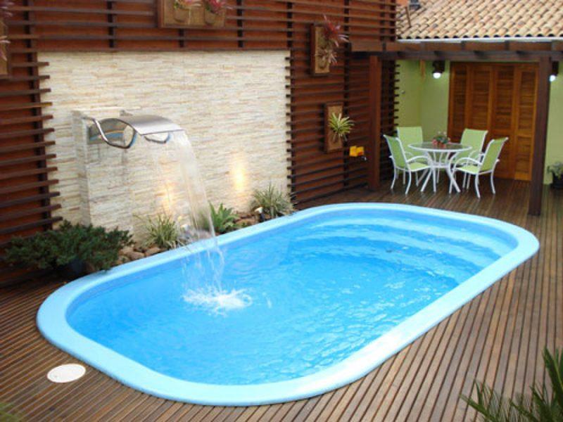 piscina pequena com deck no quintal de fibra 50
