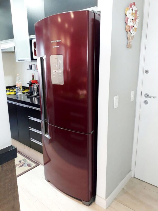 geladeira envelopada vermelha