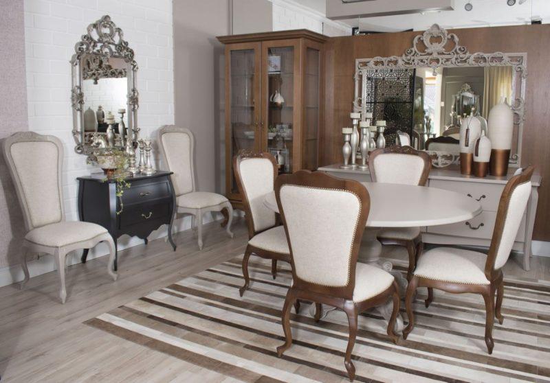 Sala de Jantar Moderna Com Cristaleira