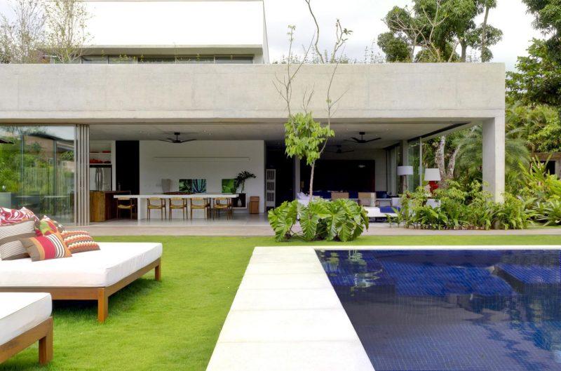 Jardim Com Piscina Infinita