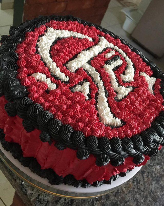 Bolo do Flamengo de Chantilly