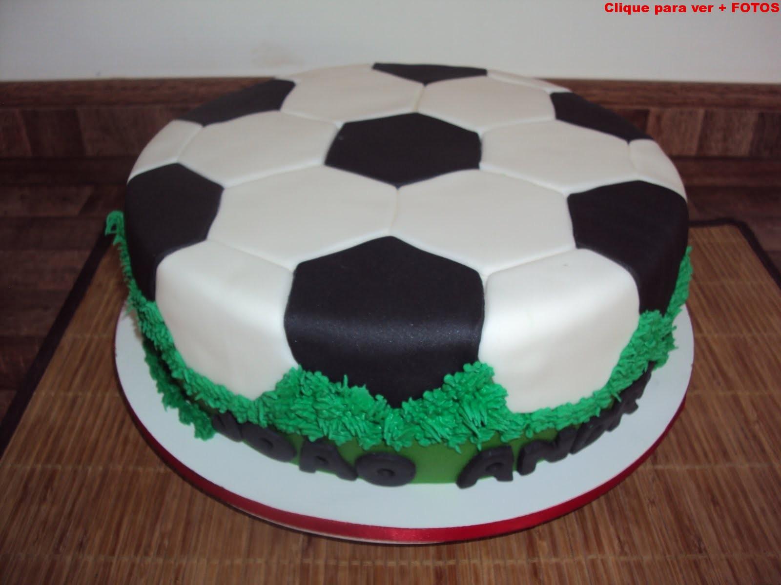 Bolo de festa tema futebol