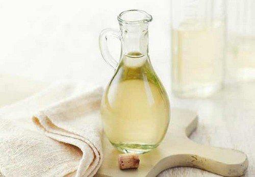 Vinagre Branco para Remover Mancha de Vinho em Roupas