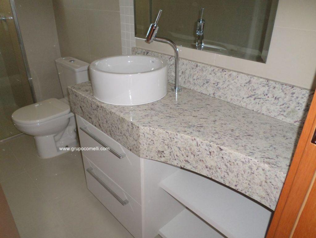 Granito Branco Dallas no Banheiro