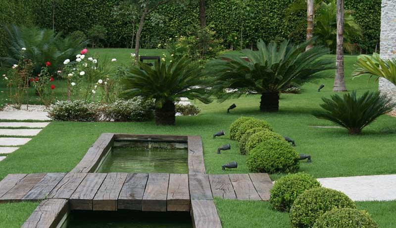 Jardim com grama São Carlos