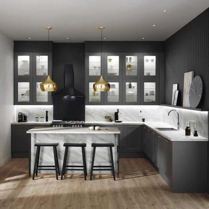 Cozinha de Canto em L com bancada de granito