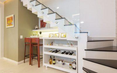 Barzinho embaixo da escada