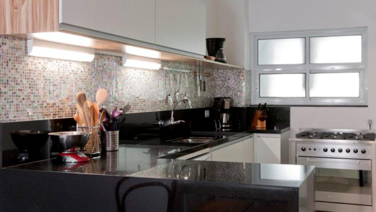 granito preto São Gabriel na bancada da cozinha
