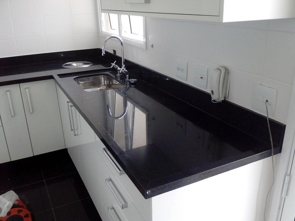 granito preto São Gabriel na pia da cozinha