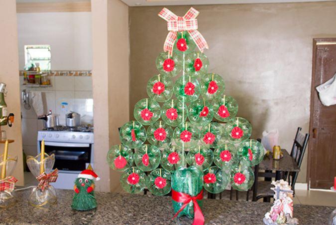 Modelos de Árvore de Natal com PET