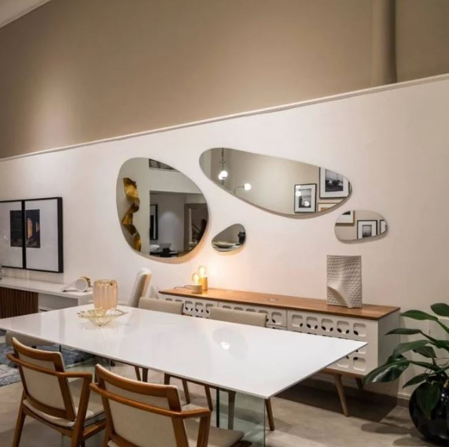 Decoração de parede com espelhos