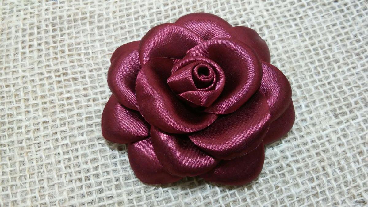 flor de cetim boleada