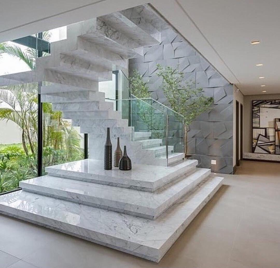Escada de Mármore Branco Carrara
