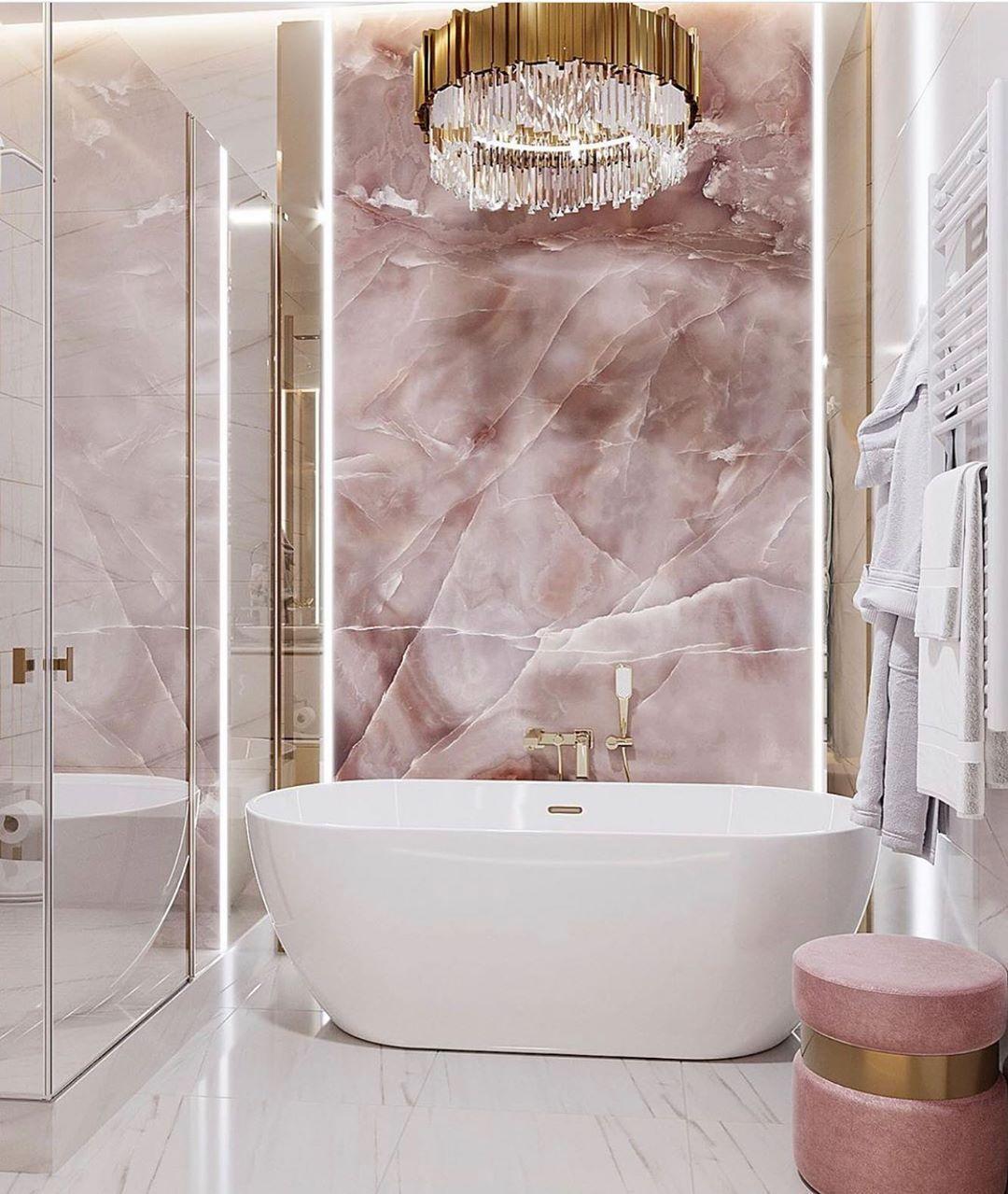 Banheiros com mármore rosa