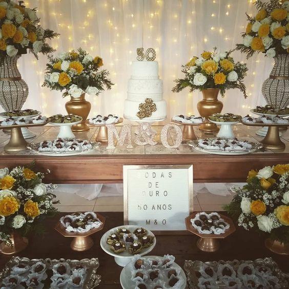 Mesa decorada para Bodas de Ouro