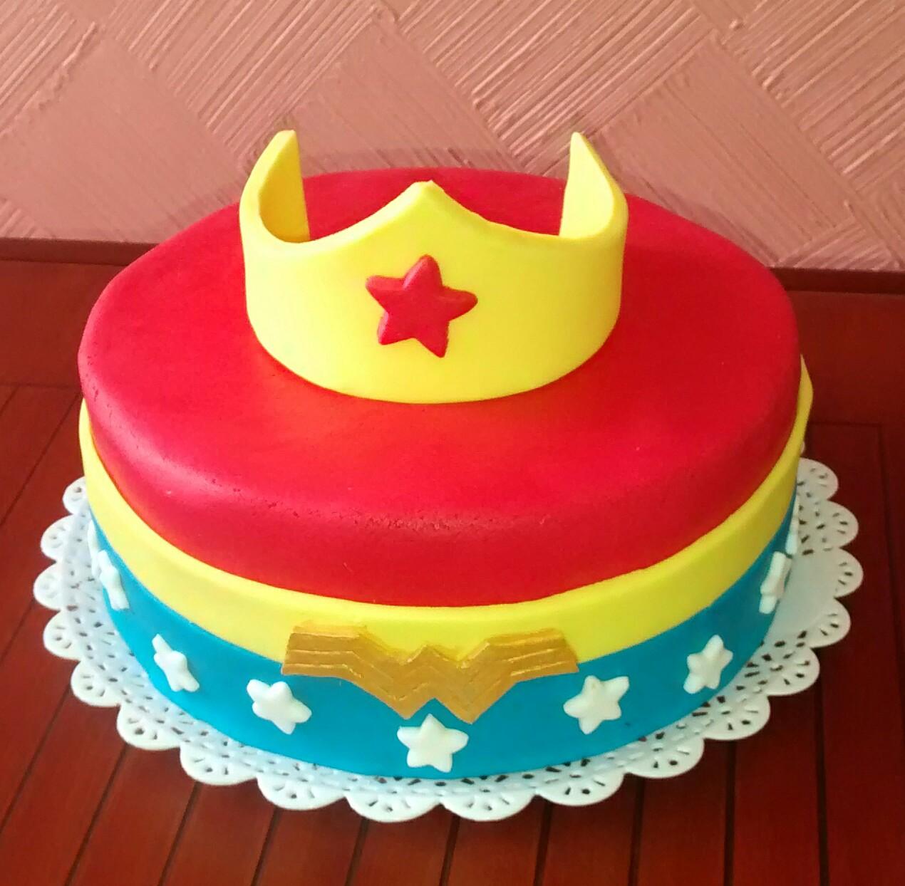 bolo da mulher maravilha Pasta Americana