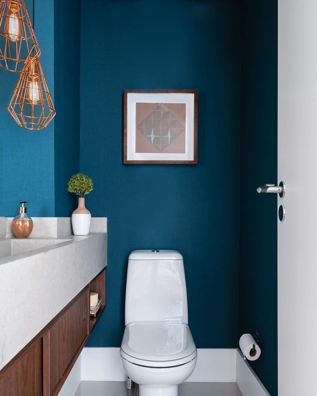Azul Petróleo no banheiro